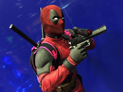 very convention got to have some one cosplaying Deadpool..