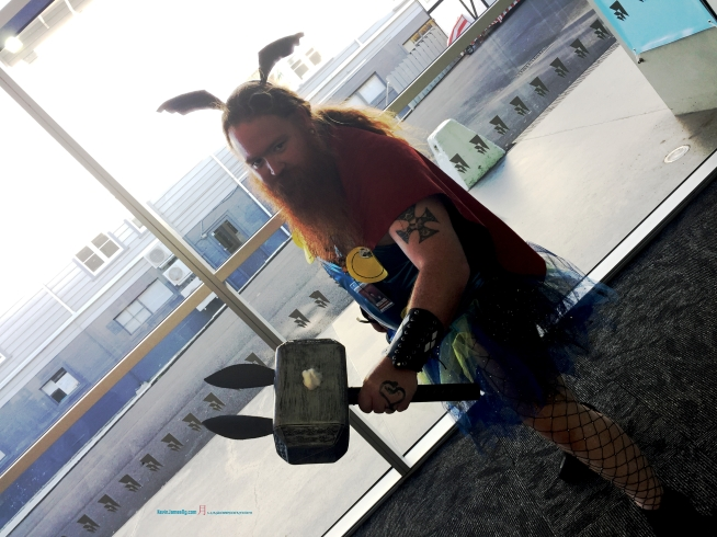 A intriguing Cosplay that mixing things up a bit with Fairy Thor..