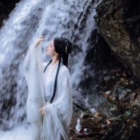 #漢服 #HanFu #HanDynastyClothing | #花海神 | #FashionLookBook _ For a summery warm white bamboo forest retreatment into waterfall refreshments ….