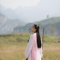 #漢服 #HanFu #HanDynastyClothing | #-六十七-  #竹大宝Chiki | #FashionLookBook - #MingDynasty for a warm outdooring urban bold white's warm autumn pastel pinks….