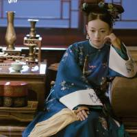 #QIPAO #Cheongsam #旗袍 #QingDynasty | #延禧攻略 - #StoryOfYanxiPalace | #FashionLookBook #HowtoStyle | #CosplayQueen- traditional Chinese Hair Style…. #吳謹言 #WuJinyan Empress Xiaoyichun- 孝儀純皇后, Wei Yingluo
