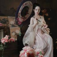 #漢服 #HanFu #HanDynastyClothing |#圣微ViVi #小 莎莎莎 同学| #FashionLookBook - #MusicVideo for a #HanDynasty artfully scholarly#EverydayWear urban indoor look...