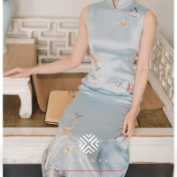 #QIPAO #旗袍 #Cheongsam | #榕缇新中式嫁衣定制 #RongtiDesign #November2020 | #FashionLookBook your everyday timeless #TraditionalChineseQipao #Cheongsam prosperity #PastelBlueQipao your individual handcrafted sewn with embroidery cluster of orchids, dancing butterflies …..