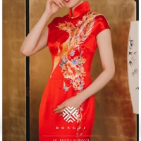 #QIPAO #旗袍 #Cheongsam |#榕缇新中式嫁衣定制 #RongtiDesign #November2020| #FashionLookBook your everyday timeless #TraditionalChineseQipao #Cheongsam prosperity #RedQipao your individual handcrafted sewn with Imperial Phoenix also #HowToo with sleeveless bright like a moon covered by light Phoenix clouds, fluttering like a breeze….