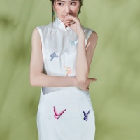 #QIPAO #旗袍 #Cheongsam |#成都绣匠旗袍   #ChengduEmbroiderersCheongsam #ShowJiang #March2021| #FashionLookBook your everyday timeless #PearlQipao  #WhiteQipao #TraditionalChineseQipao #Cheongsam your individual handcrafted sewn embroidery delicate blooming flowers with butterflies……  New series Chinese style cheongsam-Qipao