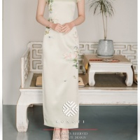 #QIPAO #旗袍 #Cheongsam |#榕缇新中式嫁衣定制 #RongtiDesign #July2021| #FashionLookBook your everyday timeless innovative #TraditionalChineseQipao #Cheongsam #MintQipao prosperity embroidery your individual handcrafted sewn expressing Femininity elegant sophisticated intelligent embroidery Peach Blossom Spring embroidery ….