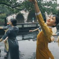 #QIPAO #旗袍 #Cheongsam |#杭州 #Hangzhou #October2021| a Flash Mob at Hangzhou's Gongchen Bridge Showcases the Beauty of Qipao on the Grand Canal..